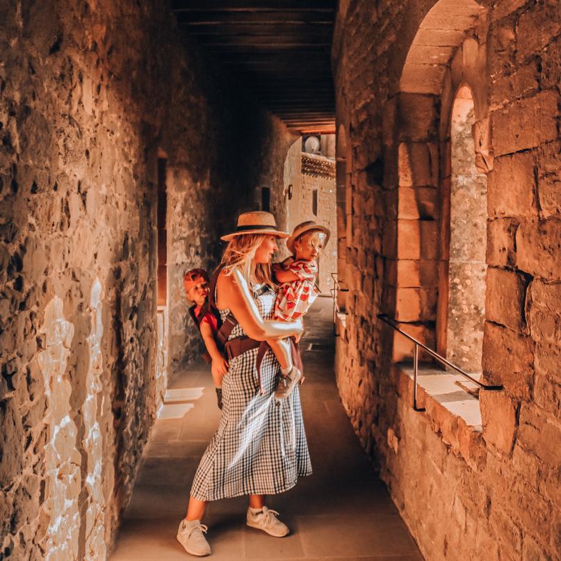 Visite des remparts de la cité de carcassonne en famille