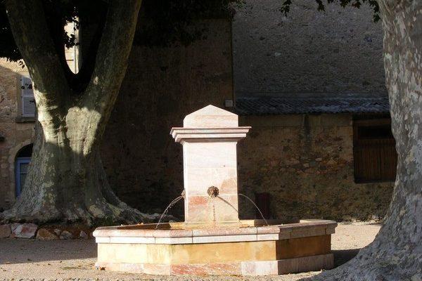 fontaine-marbre-Caunes-Minervois